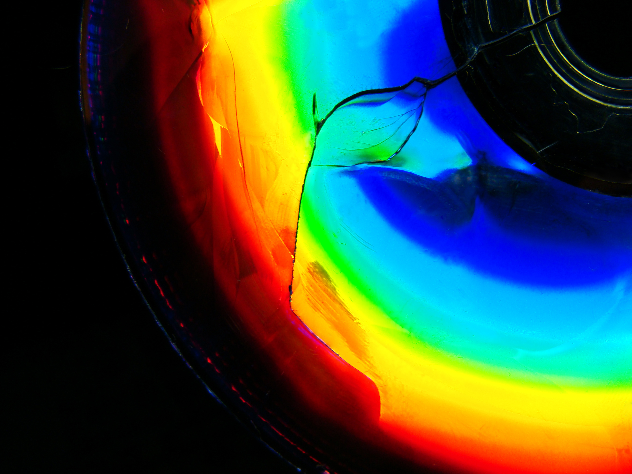 Cracked Cd 1024x768 Using Color To Emphasize Your Subject