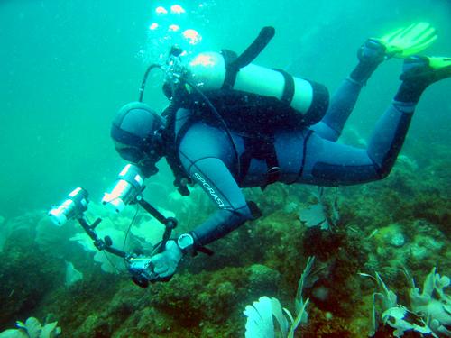 diverstrobes by baltar Using Strobes in Underwater Photography