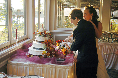 weddingcutcake 8 Tips on Taking Great Shots at a Wedding Reception